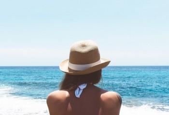 3 фактора, които влияят на акнето през лятото